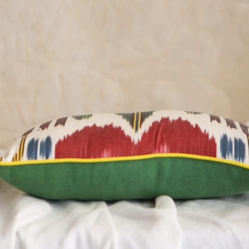 Almohadon verde y multicolor