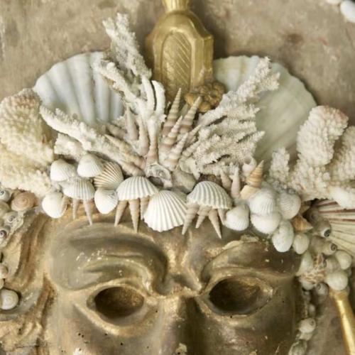 Máscara de fantasía en pan de oro
