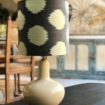 lampara negra con circulos verdes