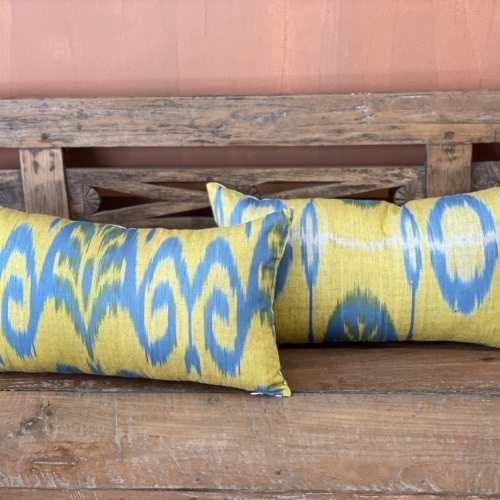 Almohadón en tonos azules y amarillos