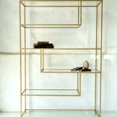 Estantería con estructura de forja acabada en dorado envejecido 3