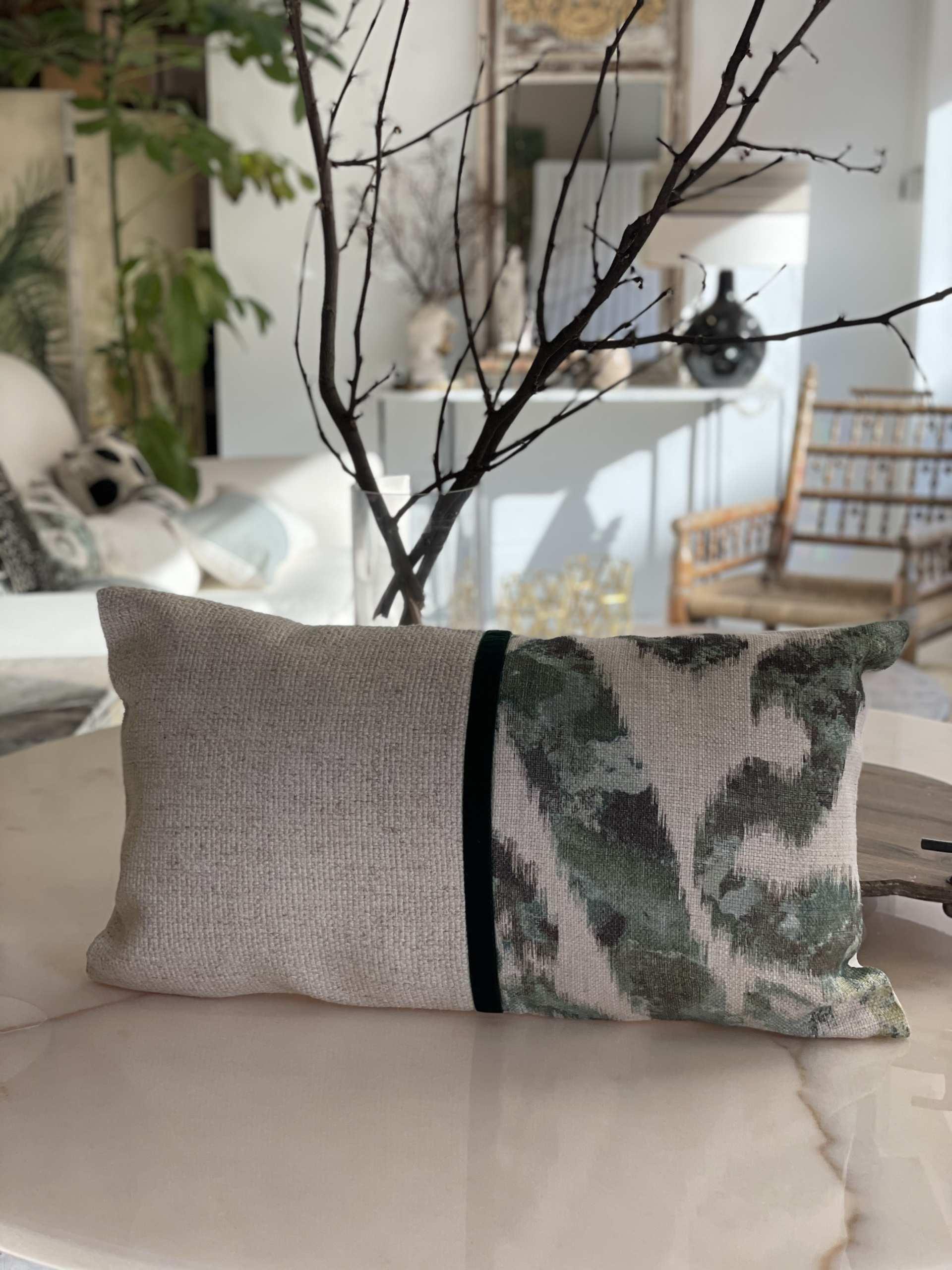 almohadonblanco y verde