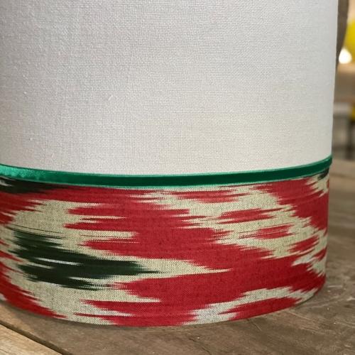 Pantalla cilíndrica , lino /ikat en tonos caldera , verde y arena
