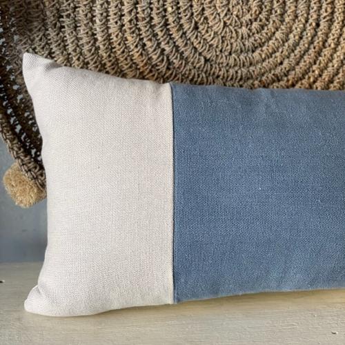 cojin blanco azul