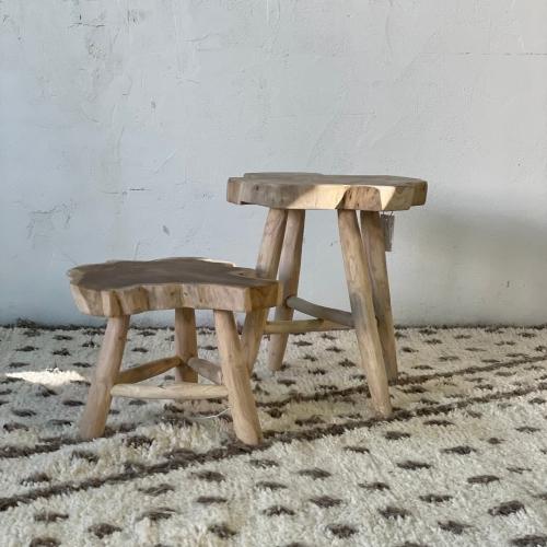Mesa auxiliar en forma de taburete pequeño
