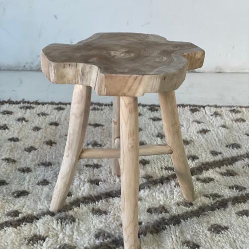 Mesa auxiliar en forma de taburete mediano