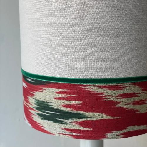Lámpara de sobremesa en lino y ikat