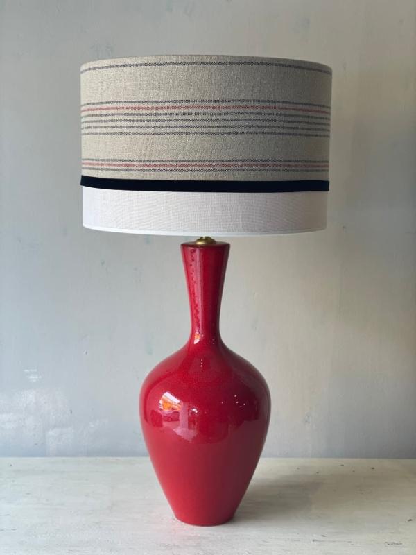 lampara de lino y base roja