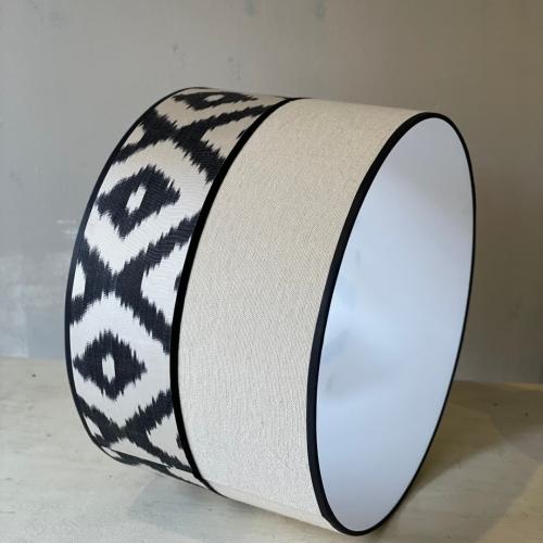 Lámpara beige /pantalla lino +ikat